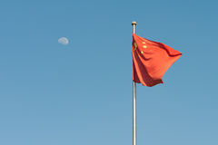 Chinese vlag en maan Stock Fotografie