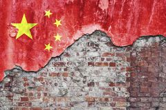 Chinese Vlag op Grungy Muur Royalty-vrije Stock Afbeelding