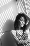 Chinese vrouw bij venster Royalty-vrije Stock Foto