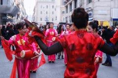 Chinese vrouwen in traditioneel kleding, spel en dans door s Royalty-vrije Stock Foto's