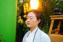 Chinese women perform in Zen tea Stock Photos