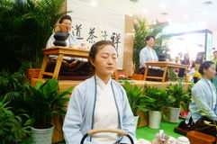 Chinese women perform in Zen tea Royalty Free Stock Images