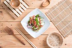 Chinese worstsalade met kalk, komkommer en sjalot Stock Foto's