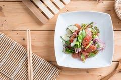 Chinese worstsalade met kalk, komkommer en sjalot Stock Afbeelding
