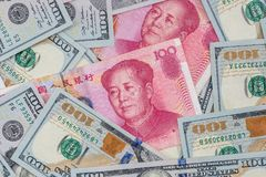 Chinese-Yuan-Rechnungen gegen U S Stockfoto