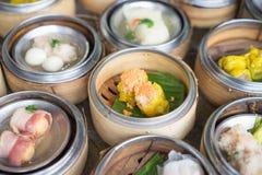 Chinese Yumcha Dimsum eingestellt in Bambusbehälter Stockbild