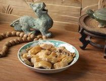 Chinese zout gebakken kip met antiquiteit stock foto