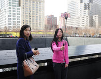 Chinesinnen nähern sich Bodennullpunkt NYC Lizenzfreies Stockbild