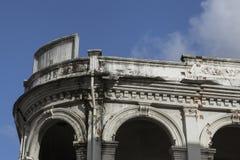 Chinesisch-portugiesische Architektur beeinflußte Gebäude in Phuket Stockfotos