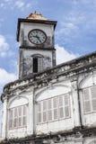 Chinesisch-portugiesische Architektur beeinflußte Gebäude in Phuket Lizenzfreie Stockbilder