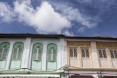 Chinesisch-portugiesische Architektur beeinflußte Gebäude in Phuket Lizenzfreies Stockfoto