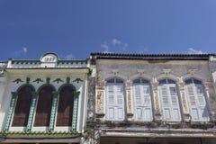 Chinesisch-portugiesische Architektur beeinflußte Gebäude in Phuket Stockfotografie