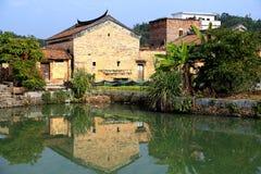 Chinesische alte Volkshäuser in der Landschaft Stockfotos