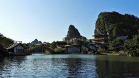 Chinesische Architektur entlang Li River in Guilin lizenzfreies stockbild