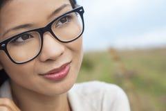 Chinesische Asiatin-tragende Gläser Lizenzfreies Stockfoto