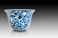 Chinesische Blumenmuster-Artmalerei auf der keramischen Schüssel Lizenzfreies Stockbild