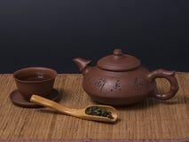 Chinesische braune Teekanne und Teetasse Lizenzfreies Stockbild