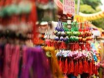 Chinesische dekorative Waren verkauft in Chinatown-Markt Stockfotografie