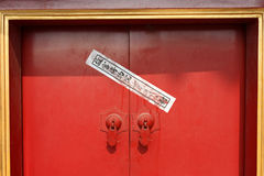 Chinesische Dichtung auf einer Tür in verbotenem Palast Lizenzfreie Stockbilder