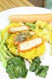 Chinesische Eiernudelsuppe mit Schweinefleisch Stockfoto