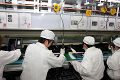 Chinesische Fabrik, Laptop-Computer produzierend Stockfotos