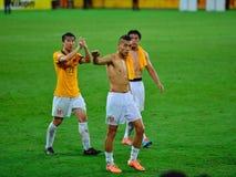 Chinesische Fans, die ihre Nationalmannschaft stützen Stockfotos