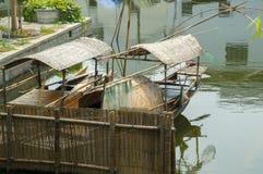 Chinesische Fischerboote lizenzfreie stockfotografie