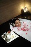 Chinesische Frau am Badekurort Stockfoto
