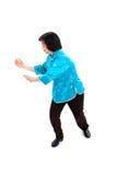 Chinesische Frau führt Tai-Chi durch lizenzfreies stockbild
