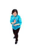 Chinesische Frau führt Tai-Chi durch Stockbild