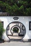 Chinesische gewölbte Tür Stockbild