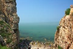 Chinesische Küstenklippe Stockfoto