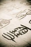 Chinesische Kalligraphie geschrieben aus den Grund Stockfotos