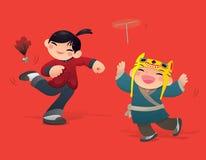 Chinesische Kinder, die Federball- und Bambuslibelle spielen Lizenzfreies Stockbild