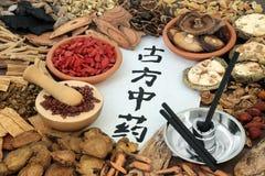 Chinesische Kräutermedizin Moxibustion stockbild
