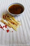 Chinesische Kräutermedizinsuppe u. -kräuter Stockbild