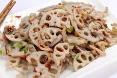 Chinesische Lebensmittel Aufruhrfischrogen-Lotoswurzel stockbild
