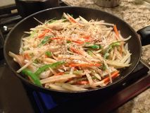 Chinesische Lebensmittelwanne brät Kartoffelchips Stockbild