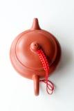 Chinesische Lehmteekanne auf einem weißen Hintergrund Stockfotos