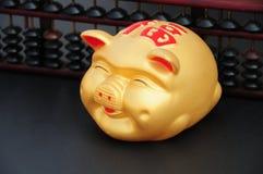 Chinesische Münze oder piggy Querneigung mit chinesischer Rechenmaschine Stockfoto