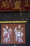 Chinesische Malerei des neuen Jahres in einer Tür. Stockbilder