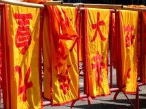 Chinesische Markierungsfahnen in der Phuket-Stadt. Lizenzfreie Stockfotos