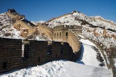Chinesische Mauer von China im Winter stockfotografie