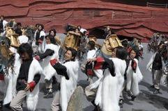 Chinesische Minoritätschauspieler im im Freientheater pro Lizenzfreie Stockfotos