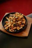 Chinesische Nahrung auf heißem Teller Lizenzfreies Stockfoto