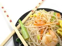 Chinesische Nahrung mit Ess-Stäbchen Lizenzfreies Stockfoto