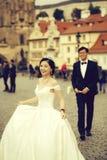 Chinesische nette junge Jungvermählten stockfotos