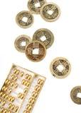 chinesische Rechenmaschine und Münzen Stockbild