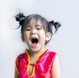 chinesische Reihe des asiatischen Mädchens im Rot lizenzfreies stockbild