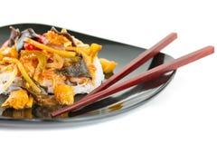 Chinesische Reisnudeln auf der Platte Lizenzfreie Stockbilder